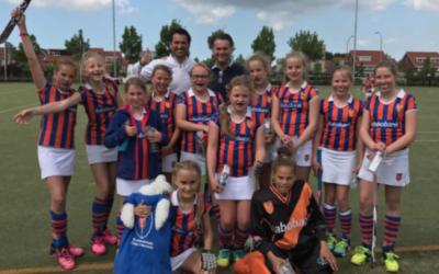 Nationale Nederlanden zet zich als hockeycoach in voor LINDA.foundation