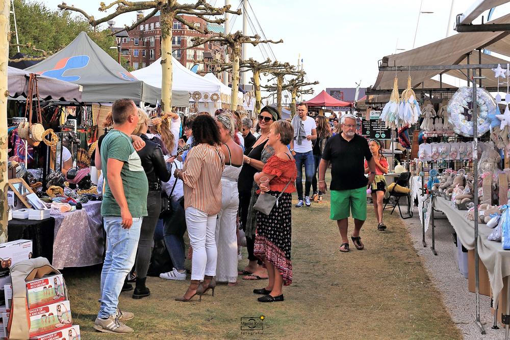Naar Ibiza in eigen land: Lelystadse Hippiemarkt steunt LINDA.foundation