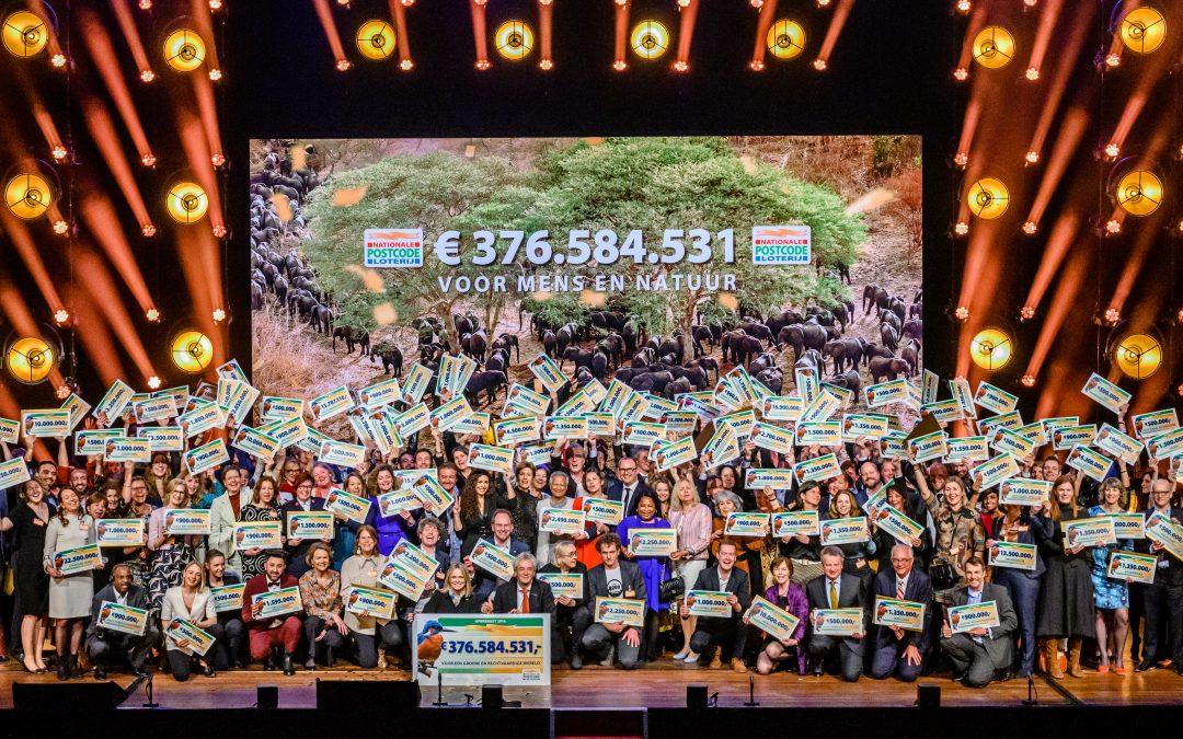 LINDA.foundation ontvangt cheque van €500.000 euro tijdens Goed Geld Gala