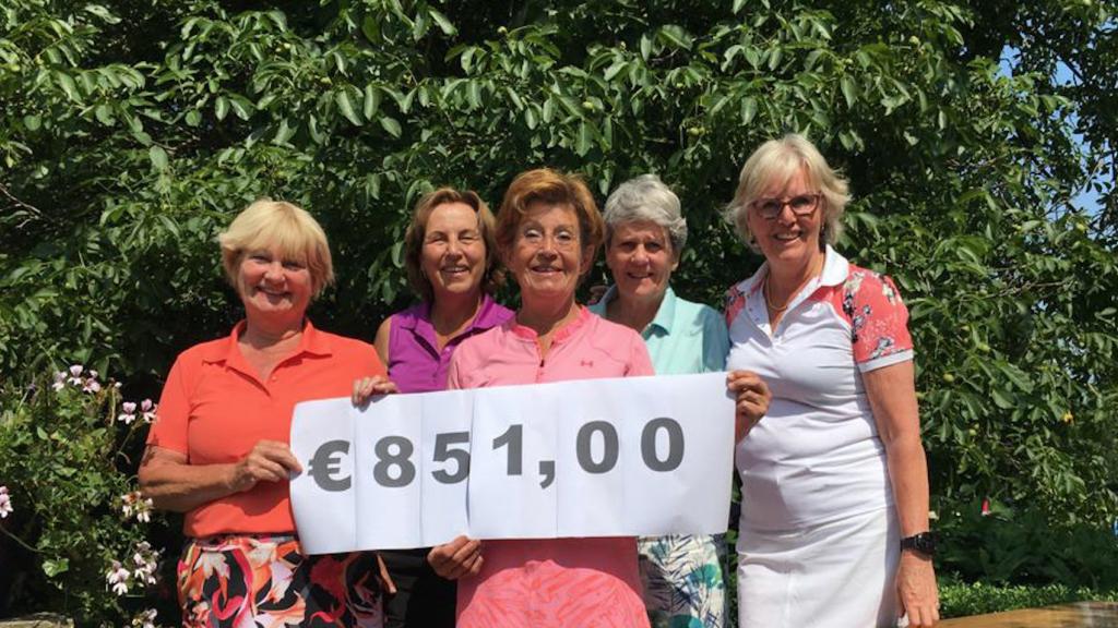 De 'Dinsdag Dames' van Golfclub Anderstein golfen voor LINDA.foundation